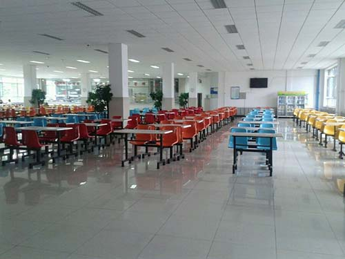 重庆轻工业技工学校食堂环境